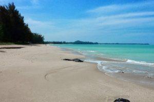 mai-khao-beach-4
